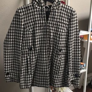 Houndstooth pattern coat in a Small